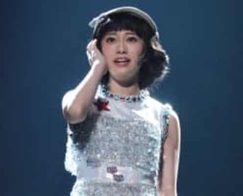 桜井玲香、元乃木坂46の力量発揮!美脚光る衣装&昭和アイドルのパフォーマンスで魅了