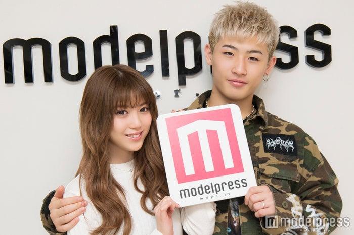 モデルプレスのインタビューに応じたちゃんえな(中野恵那)、平本蓮(C)モデルプレス