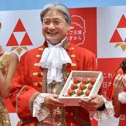 【左から】すみれ、栃木県知事・福田富一、安めぐみ