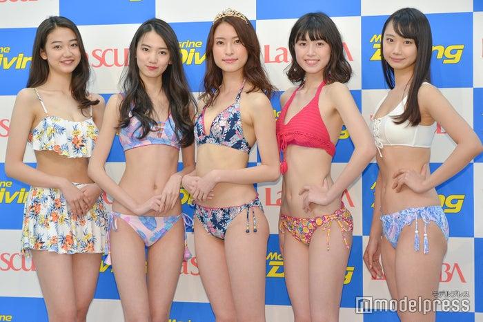 2018年水着キャンギャル集結(左から)夢乃、黒木麗奈、水野瑛、北向珠夕、相沢菜々子 (C)モデルプレス