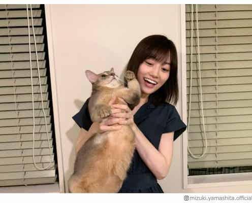 """乃木坂46山下美月、22歳バースデーに祝福の声続々 """"にゃんにゃんショット""""公開「癒やされる」「猫になりたい」と反響"""