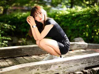 現役早稲田生YouTuber・青山舞莉の美貌に注目集まる 超ミニ×スニーカーで美脚披露