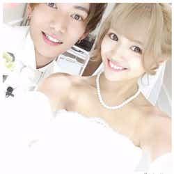 モデルプレス - 真剣交際中のなちょすと那須泰斗、結婚式場へ 花嫁&タキシード姿でラブラブショット
