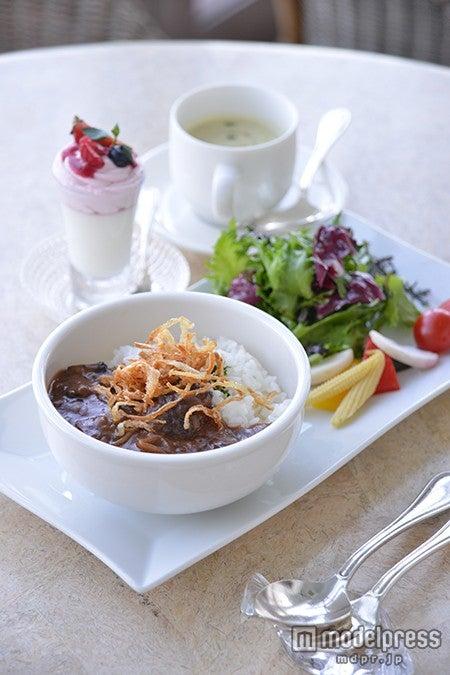 海のそばで食べる上品な洋食やスイーツ/画像提供:レストラン ラ・マーレ・ド・茶屋