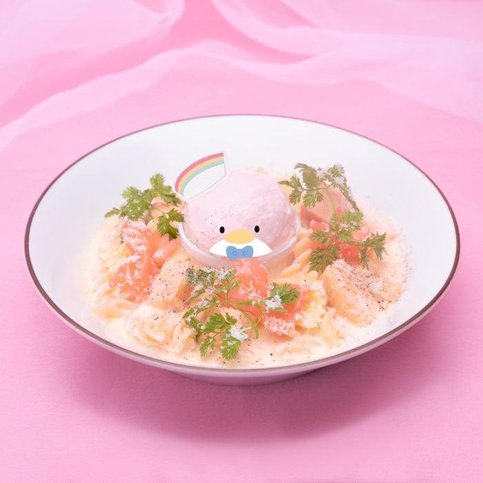 サーモンクリームパスタ税込1,650円(C)2021 SANRIO CO.,LTD.