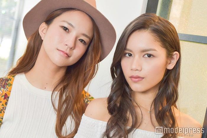 (左から)Anly、Leola (C)モデルプレス