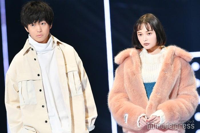 伊藤健太郎はオーガニック素材、玉城ティナはエコファーのジャケットを着用 (C)モデルプレス