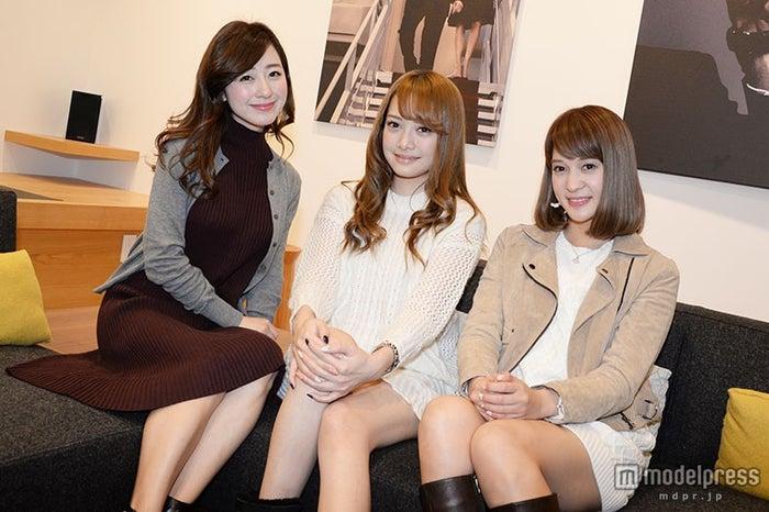 「ジェシカ・ジョーンズ」の魅力に迫る (モデル左から)水野佐彩、伊東亜梨沙、渡辺茉莉絵