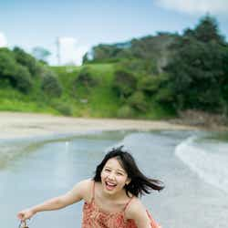 トレードマークの笑顔、みずみずしい素肌弾ける/けやき坂46・渡邉美穂(撮影:細居幸次郎)