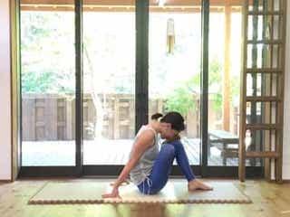 座りっぱなしでむくみがち…お疲れ下半身を癒すストレッチ