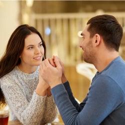 恋しちゃったかも…!女性が「男友達にトキメク瞬間」って?