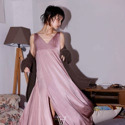 剛力彩芽、ブランドディレクション開始 美デコルテ映えるドレス姿披露