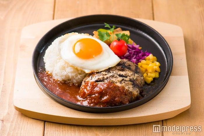 自家製ハンバーグの鉄板ロコモコ1,080円(税込)/画像提供:エスエルディー