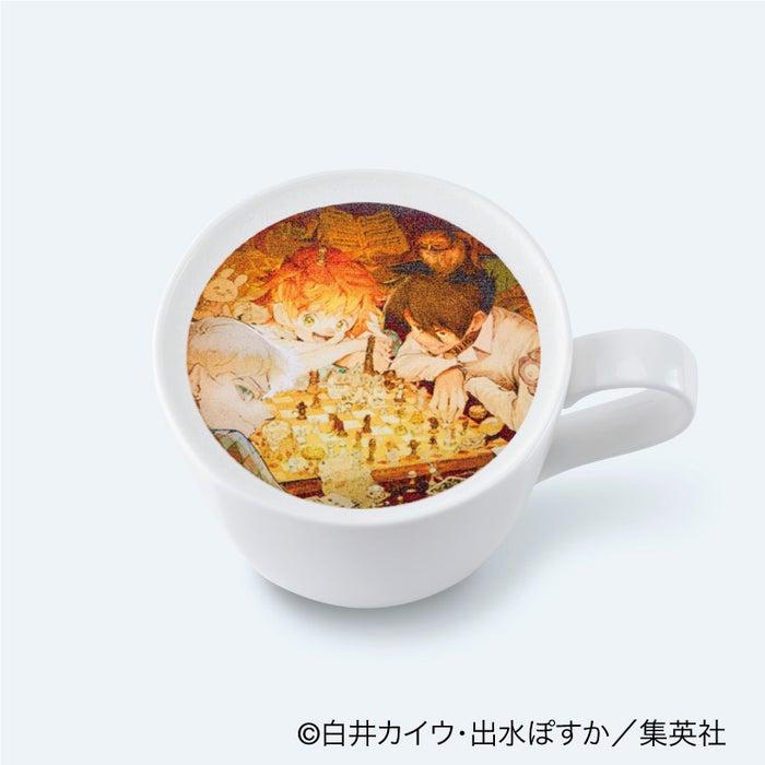 クリスマス限定カフェラテ850円(C)白井カイウ・出水ぽすか/集英社