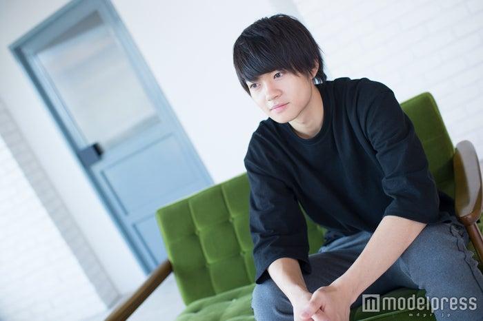 インタビューに応じた佐野勇斗 (C)モデルプレス