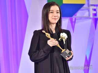 注目の美女シンガー・milet、デビュー曲で主題歌賞に輝く「inside you」授賞式で生歌唱<東京ドラマアウォード2019>