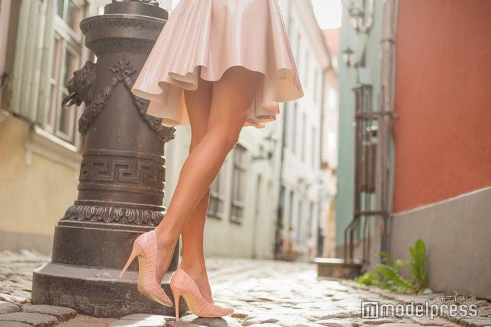 洋服にメイク道具に…大荷物になりがちなのが女子旅(photo by Kaspars Grinvalds/Fotolia)