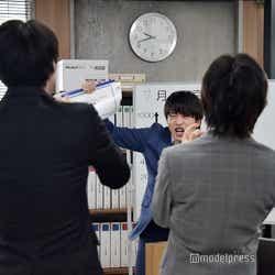 「っしゃー!」「バンザーイ!」などと毎回異なるリアクションをとる春田(田中圭)。カットがかかるたびに息を切らしていた (C)モデルプレス