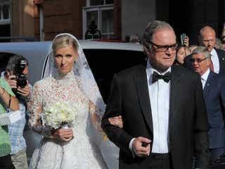 ニッキー・ヒルトン、豪華ドレスで結婚