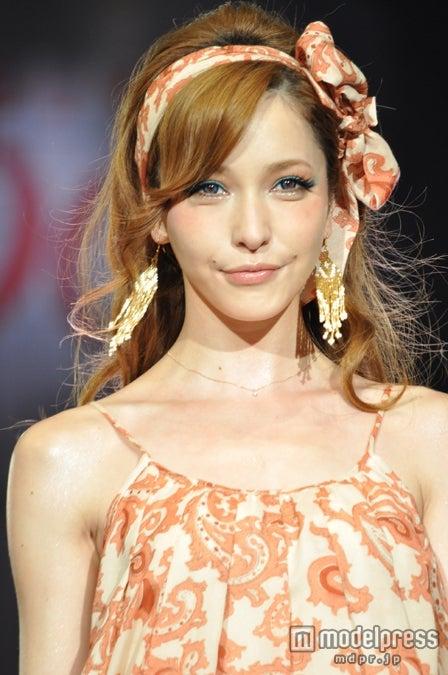 「Shibuya109 Girls Festival 2012」2部開幕。「rienda」ステージのトップバッターを飾った藤井リナ