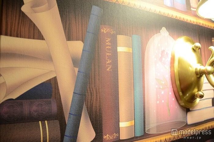 本棚にムーランの本