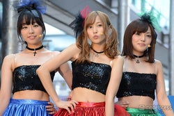 (左から)真凛、佐野ひなこ、橘希