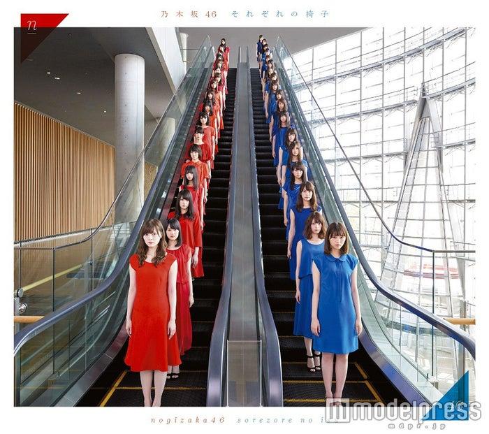 乃木坂46・2ndアルバム『それぞれの椅子』(5月25日発売)タイプA