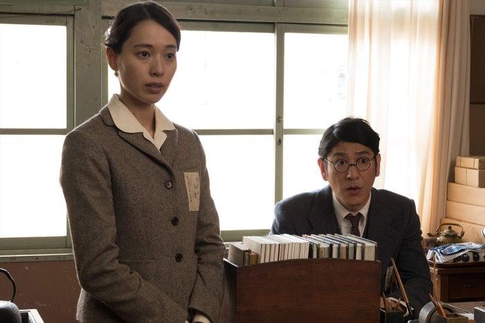 戸田恵梨香(左)(C)映画「あの日のオルガン」製作委員会