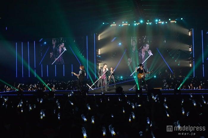 「第19回 東京ガールズコレクション 2014 AUTUMN/WINTER」のオープニングを飾った矢沢永吉