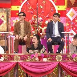 (前列左から)神宮寺勇太、森泉、陣内智則(後列)おいでやすこが(C)テレビ朝日