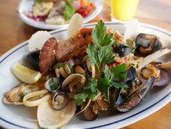 港のとれたて魚介がどっさり! 日本三景・松島で三陸の魚介を味わい尽くす『松島イタリアン Toto』