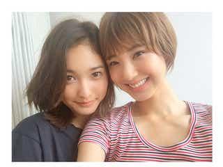 「JELLY」安井レイ&izu、2ショットビフォーアフター公開「女の子の成長は凄い」