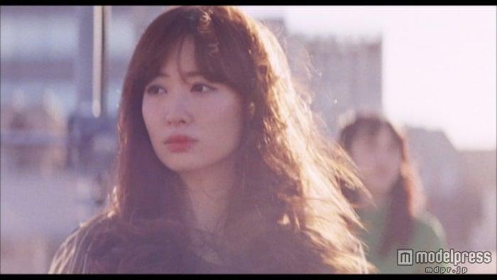 小嶋陽菜/AKB48「Green Flash」MVより(C)AKS