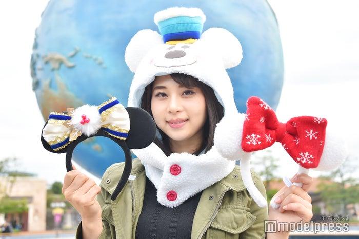 左から:カチューシャ¥1,800、ファンキャップ¥2,700、カチューシャ¥1,600/モデル:山本成美(C)モデルプレス(C)Disney
