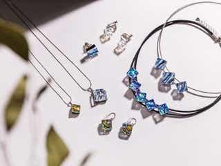 シンプル服のポイントに♡キラキラと光を放つ色ガラスのネックレス