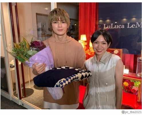 「プロミス・シンデレラ」眞栄田郷敦のクランクアップに二階堂ふみが駆けつける 笑顔の2ショットに反響殺到