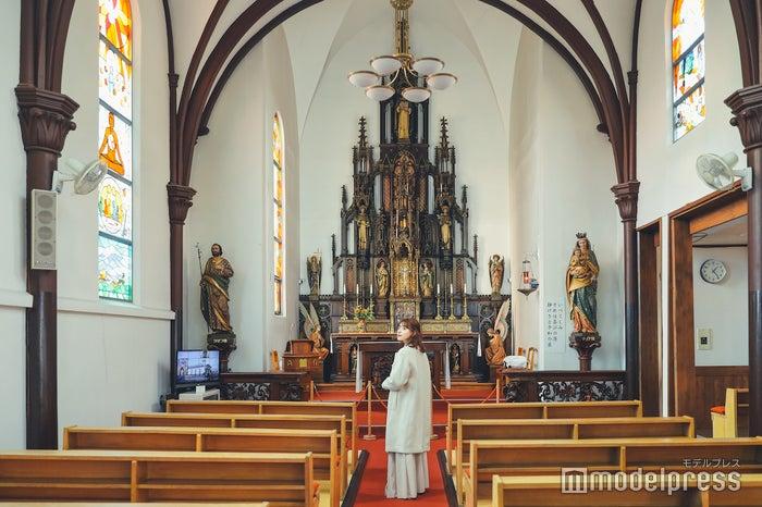 教会内は和と洋が融合した素敵な内装でした (C)モデルプレス