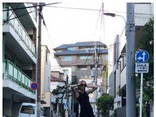 中島美嘉、ほっそり美脚際立つタイトワンピ姿に反響「美しい」「スタイル良すぎ」