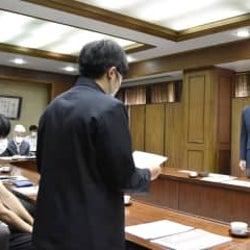 性別に関係ない制服選択求める 江戸川区長に1万人の署名提出