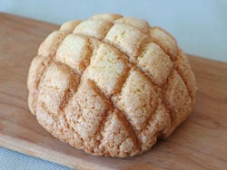 北海道産素材100%の「メロンパン」!ほんのり甘いメロンとバターの香りで魅了する『勇福堂』