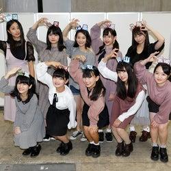 """AKB48チーム8新メンバー、握手会に初参加 """"16歳差""""の柏木由紀「接し方がわからない」"""