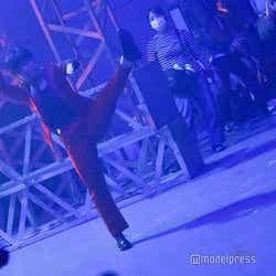 アクロバットのシーンを練習する光永/吉本坂46RED「君の唇を離さない」MV撮影風景(C)モデルプレス