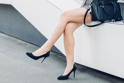 浮腫みしらずの美脚になれる!?オフィスでも簡単にできる浮腫み対策