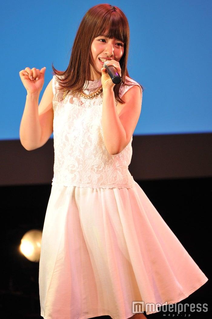 サプライズ発表にファンと喜びを分かちあった山田菜々(C)モデルプレス