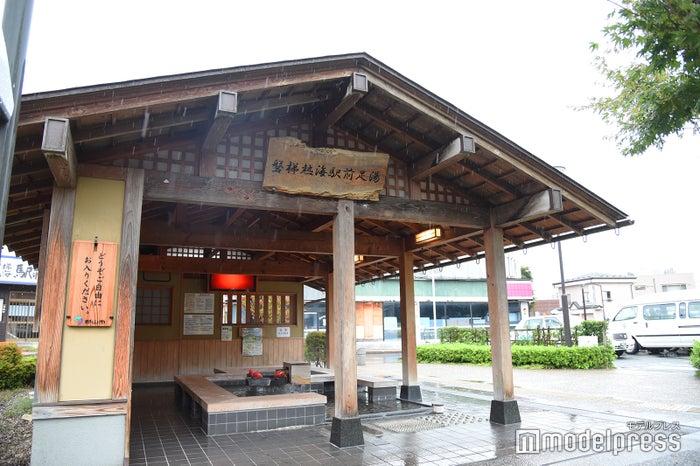 磐梯熱海温泉駅前足湯(C)モデルプレス