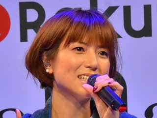hitomi、産後の体型変化を語る 「LOVE 2000」含む5曲で会場魅了
