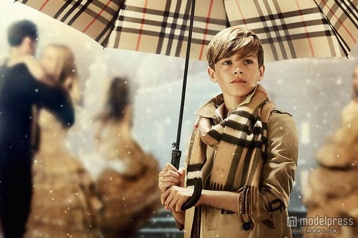 デビッド&ヴィクトリア・ベッカムの次男、ロメオ・ベッカムが「バーバリー」2014年クリスマスキャンペーンに登場【モデルプレス】