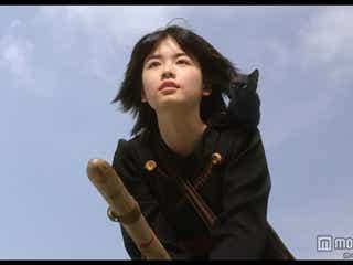 実写版「魔女の宅急便」、黒猫・ジジ役を発表 キキとの2ショットも初公開