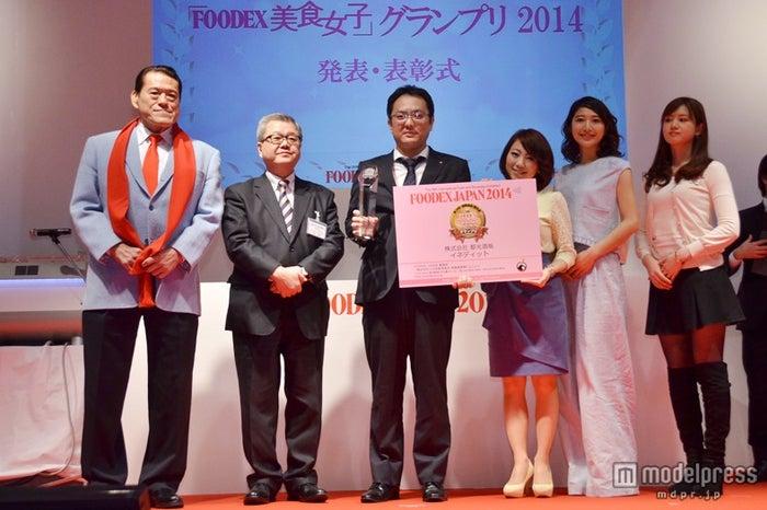 第二回「FOODEX美食女子」グランプリ受賞発表会でグランプリに輝いた、株式会社都光酒販「イネディット」