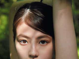 """今田美桜、圧倒的""""目力""""放つ 写真集「ラストショット」アザーカット公開"""